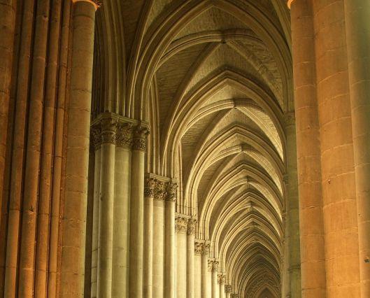 Bóvedas de crucería de la Catedral de Reims.