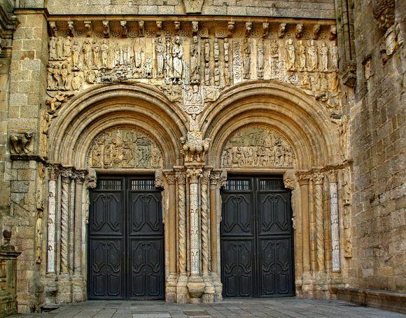 Santiago de Compostela, fachada romanica de las platerias